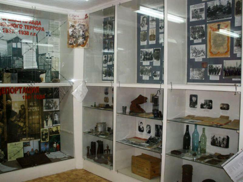 Выезд в музей с. Новобирилюсы (Краевой народный университет «АКТИВНОЕ ДОЛГОЛЕТИЕ»)